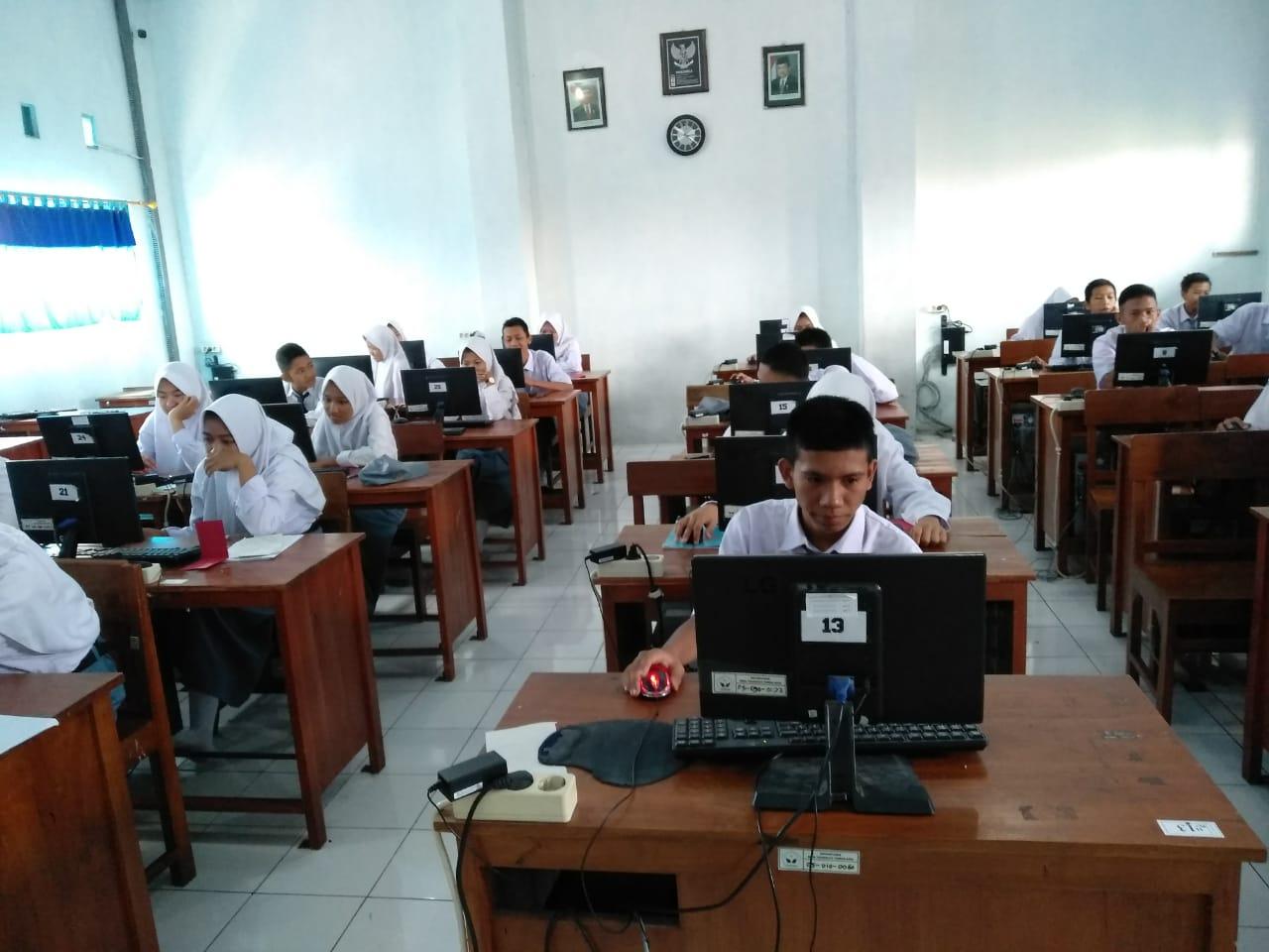 Ujian Tengah Semester Dengan Konsep CBT