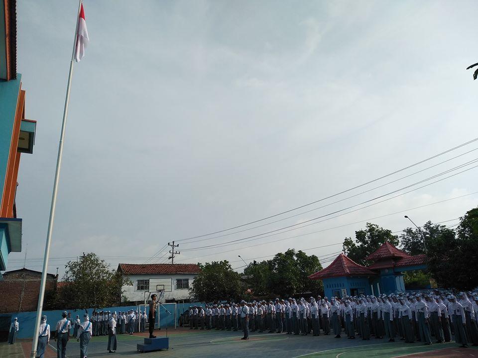 Upacara bendera SMK Texmaco Pemalang